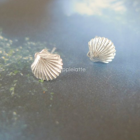 clam earrings