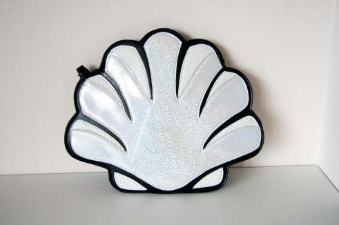 Daisy shell clutch