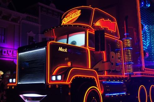 Hong Kong Disneyland Paint the Night parade