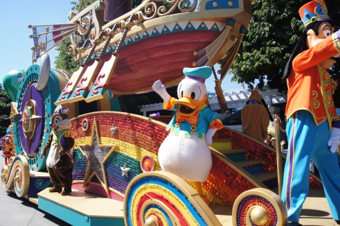 Hong Kong Disneyland Flights of Fantasy parade