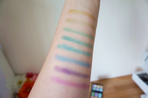Nyx Ultimate Shadow Palette Brights swatches