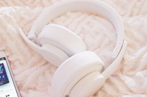 Urbanista Seattle Wireless Headphones Review | Lottie Does